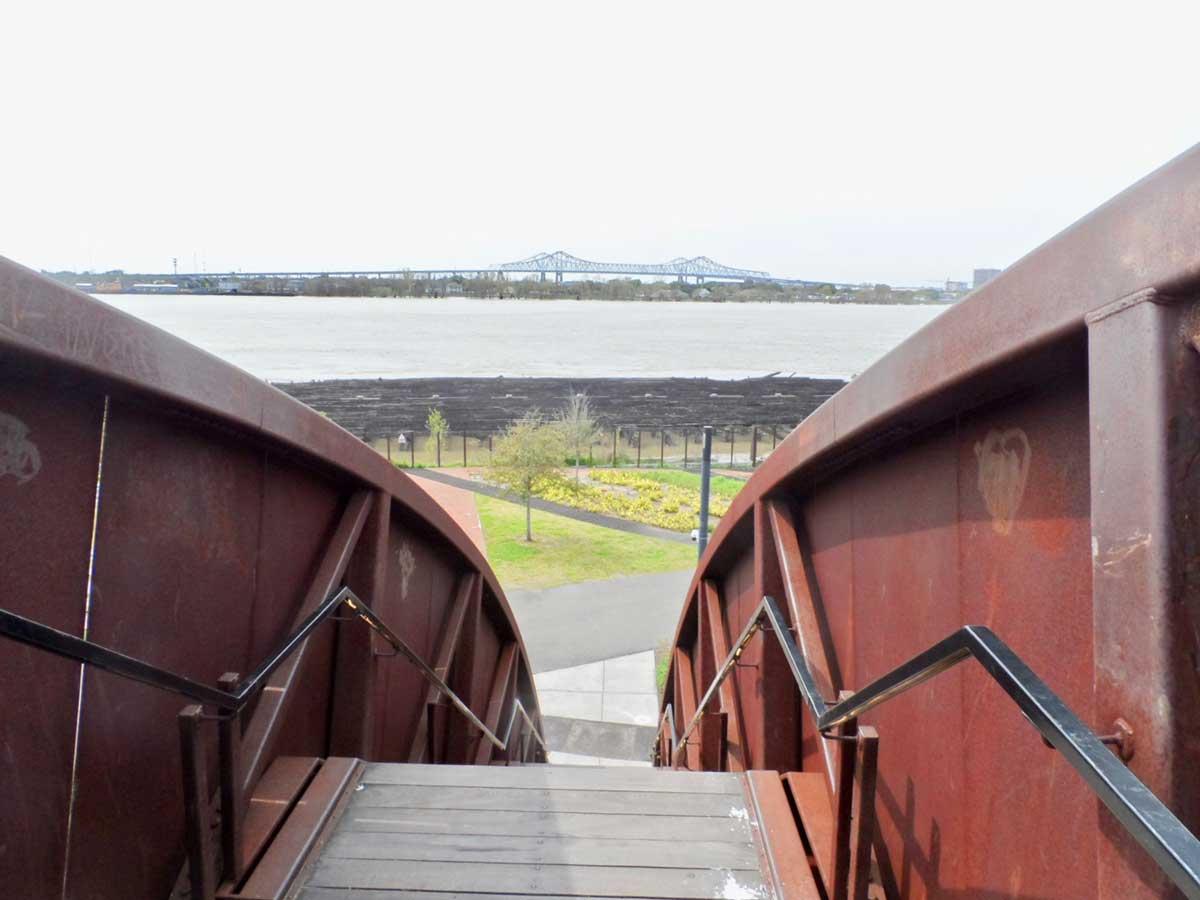 橋の上から見た景色
